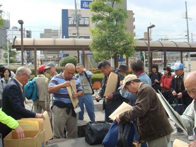 近鉄橿原神宮駅前に集合した参加者達