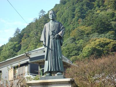 土倉庄三郎翁像